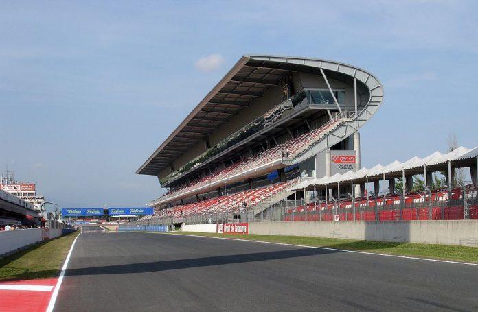 Tribuna principal del circuito de Montmeló