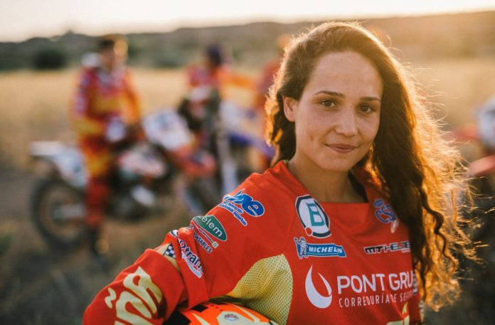 Gabriela Seisdedos motocross femenino