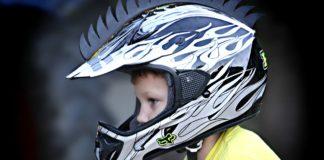 a que edad puede montar un niño en moto