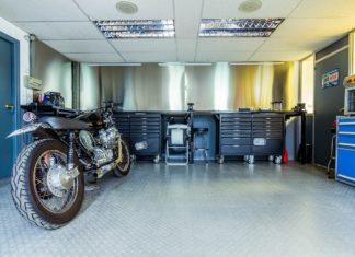 Moto en taller para pasar la ITV de tu moto