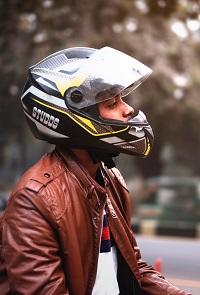 Casco con naricera para evitar el frío en la moto