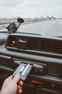 Distracciones al volante de un coche
