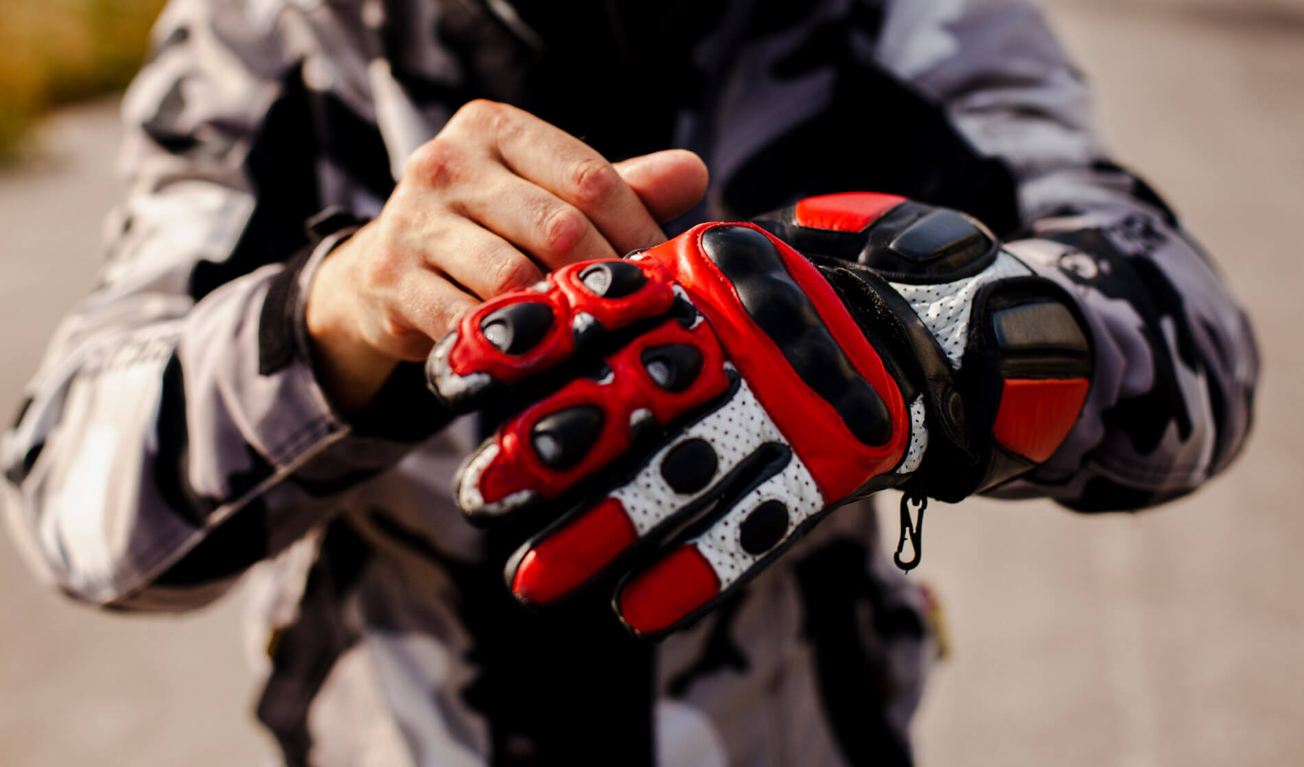 Los guantes de moto que necesitas en cada estación y en cada situación