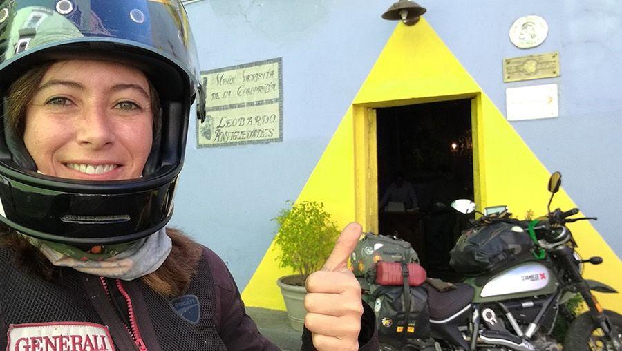 Alicia Sornosa, primera española en recorrer el mundo en moto