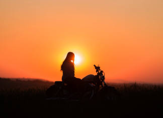 Mujeres haciendo historia en moto