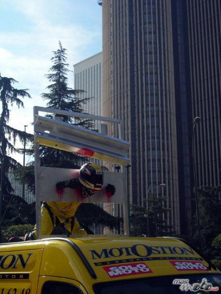 Guardarraíles asesinos Motostion en la manifestación 8N8