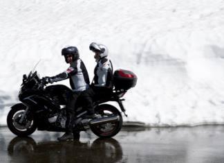 Conducir una moto con hielo y nieve