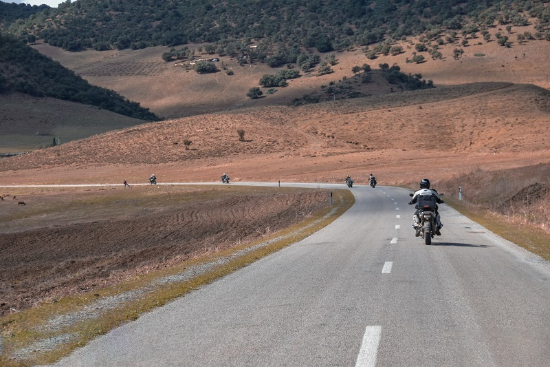 Cómo circular en grupo cuando vamos en moto