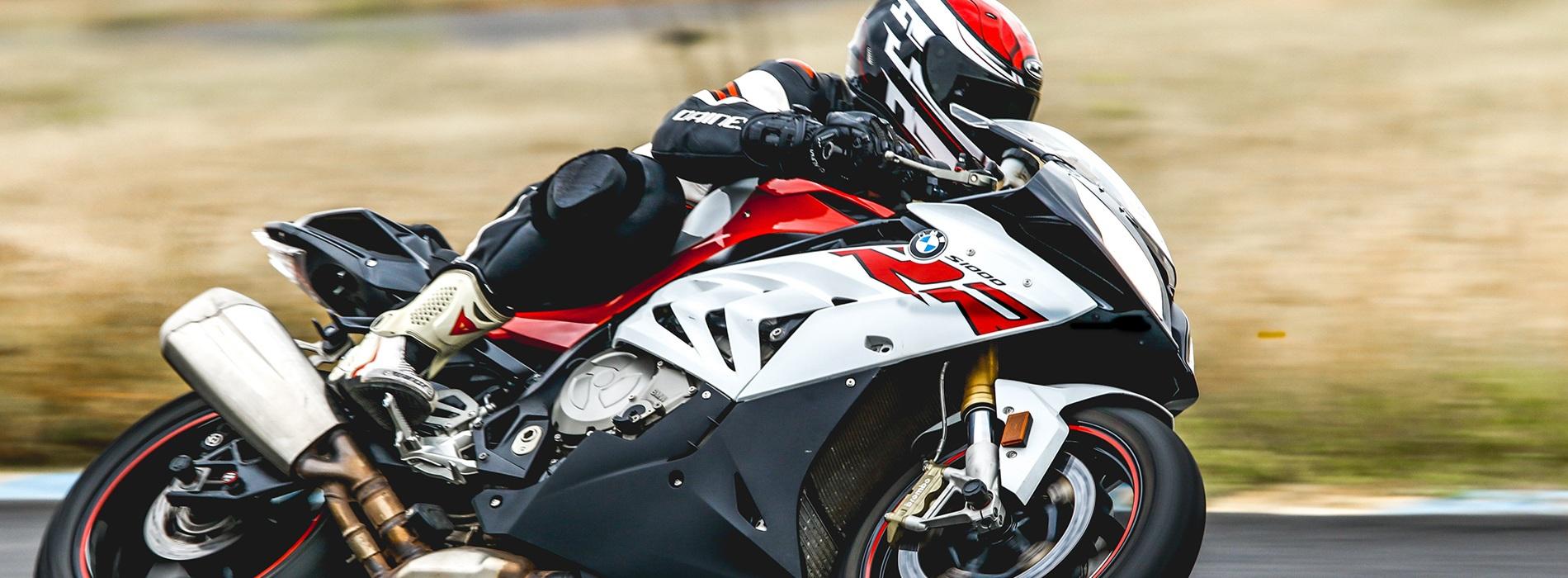 Por qué no debes mezclar diferentes neumáticos en tu moto