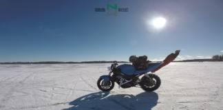 epic fail de un stunt con su moto en hielo