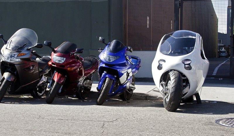 Lit Motors C1 con otras motos