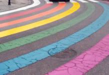 Paso de cebra del orgullo gay en Gandia