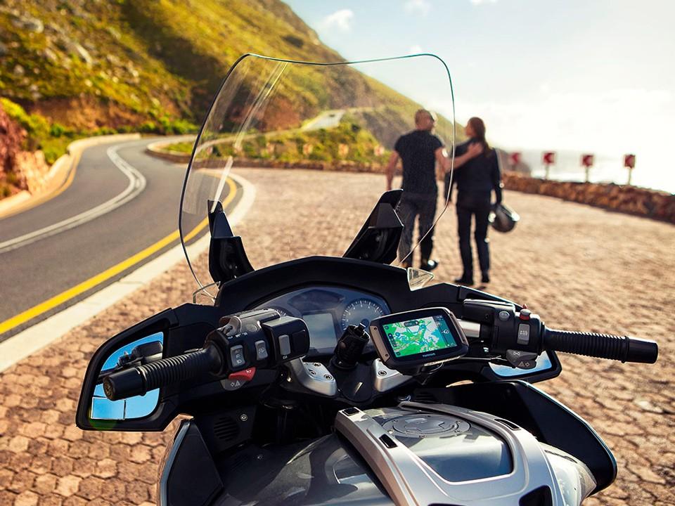 GPS para moto vs. móvil con app de navegación